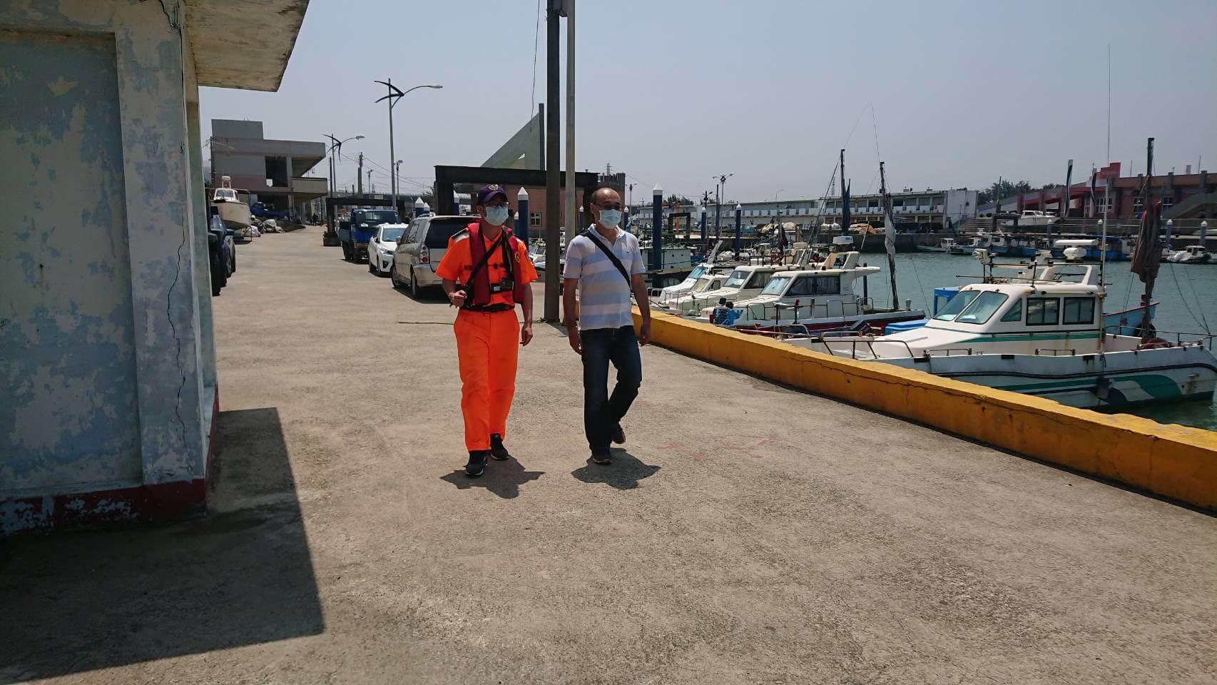 109年5月4日與海巡署共同稽查漁港區域環境。