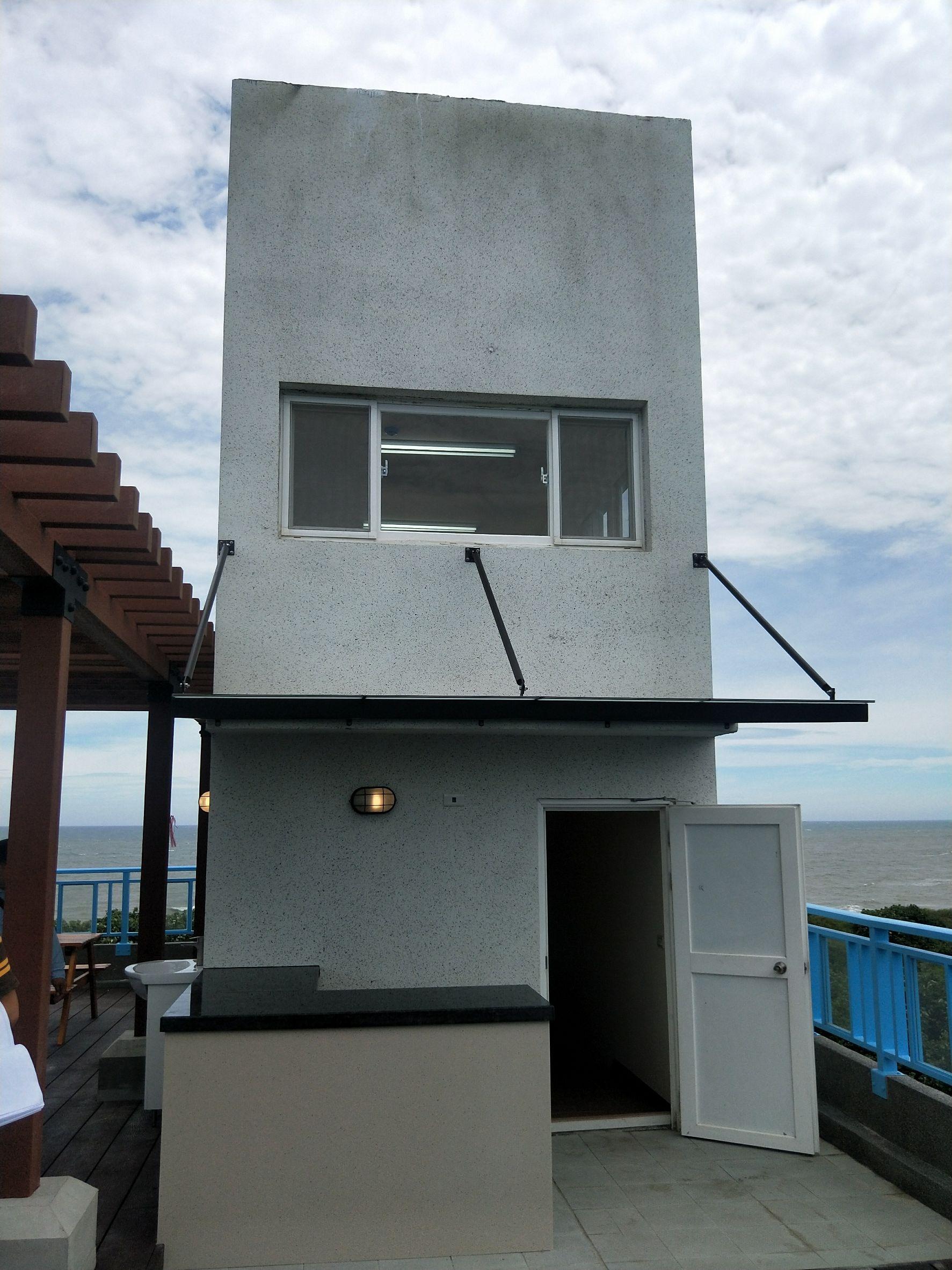 蚵一哨所3樓平台施工前後比對