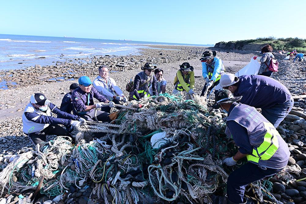 齊力清理海岸之垃圾
