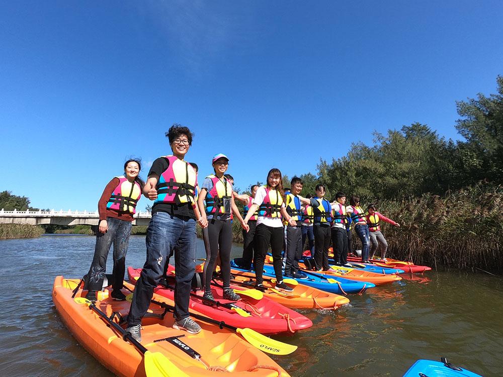 新屋後湖溪划船體驗,一邊划著獨木舟,一邊欣賞後湖溪的生態之美