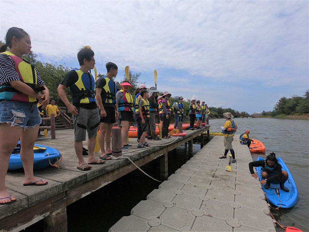新屋後湖溪划船體驗,是市民最夯的打卡拍照景點