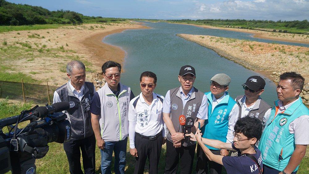 照片-秘書長黃治峯走訪許厝港生態復育工程媒體聯訪