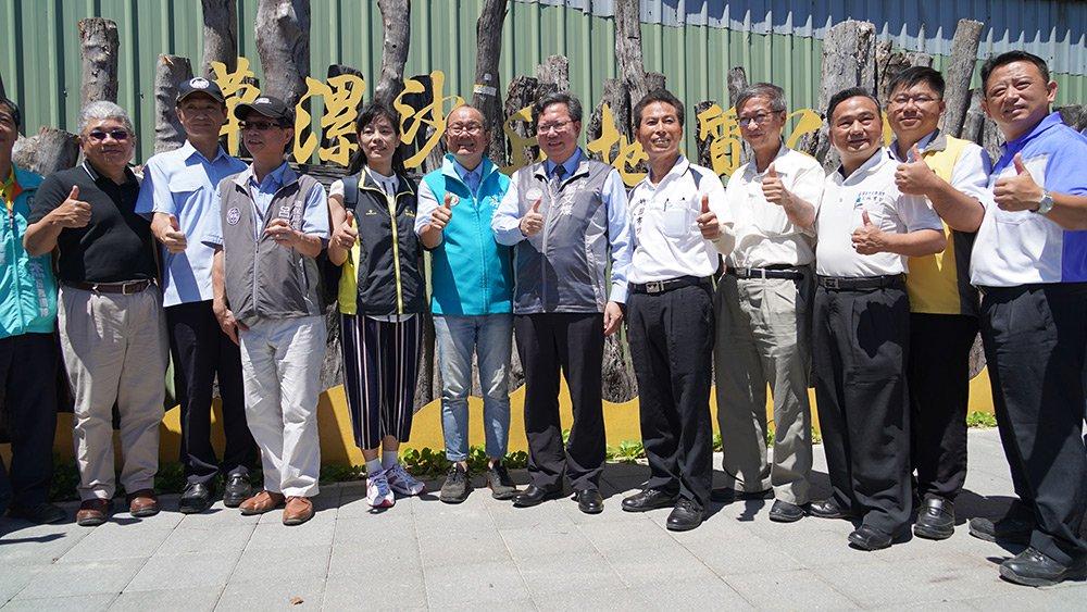 市長鄭文燦及參與嘉賓舉行揭牌儀式